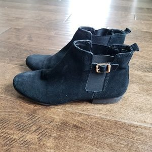 White Mountain Black Leather Ankle Boots Size 8.5